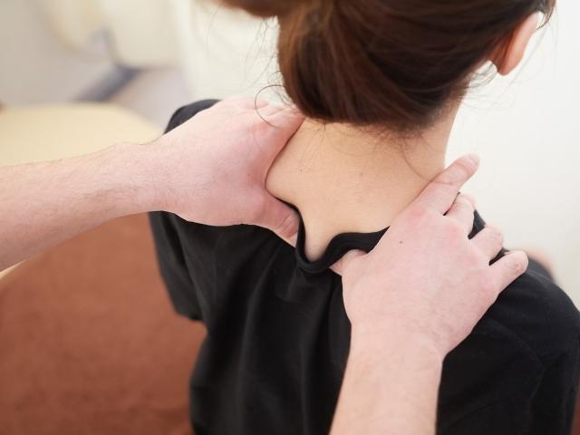慢性的な肩こりの人が注意するべき! 逆効果の肩こり解消法!