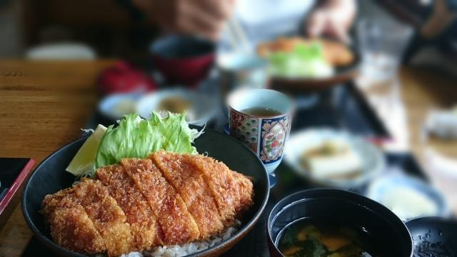 遅い時間にしか食事できない人が肥満を避けて健康を保つ、食事の「量」「質」「食べるタイミング」