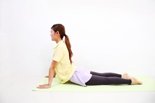 身体が固い人ほど効果が期待できる肩甲骨ストレッチ、お腹ストレッチ!