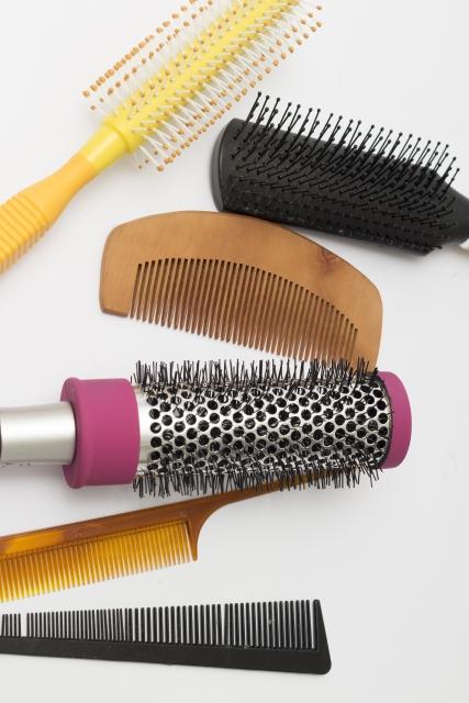 たくさんの種類があるヘアブラシ!正しい選び方!効果的な使い方を悩み別に案内します!